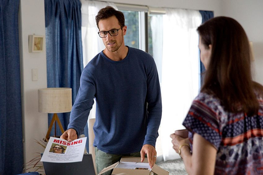 Joel Jackson as 'Nick' holding a missing poster and Margaret Mills as 'Helen' in I Met A Girl